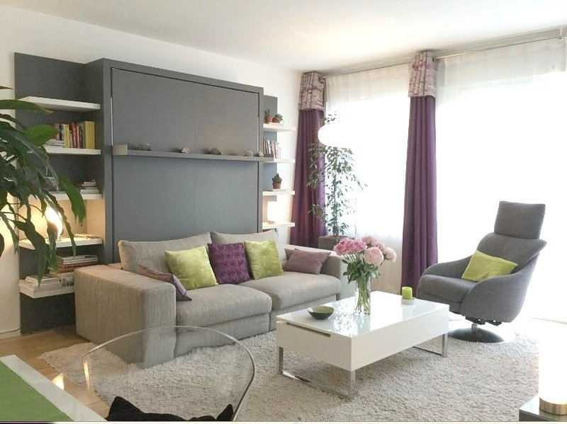 Nice apt with balcony & Wifi, holiday rental in Vanves