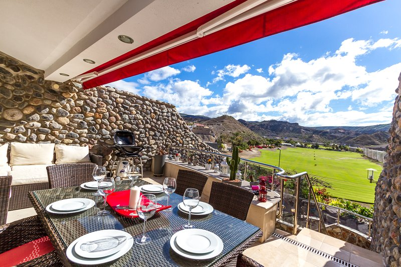Lovely views over golf course and enjoy al fresco dining. Peaceful and quiet.