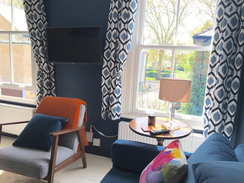 Sitting room, looking out to Alexandra Gardens