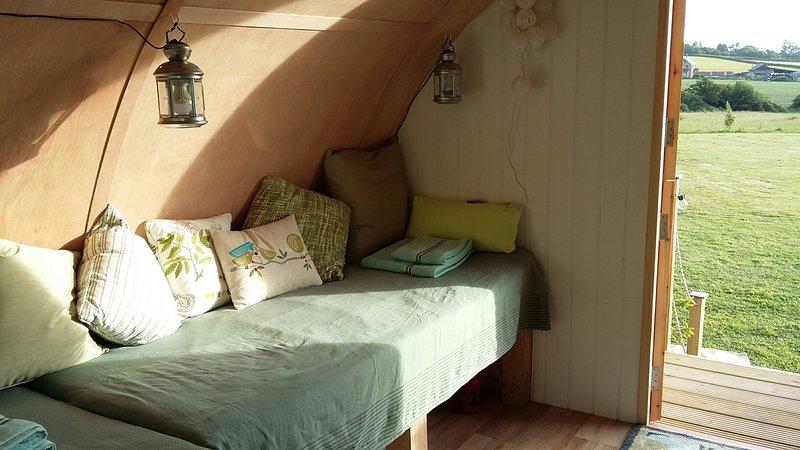 una de las camas individuales