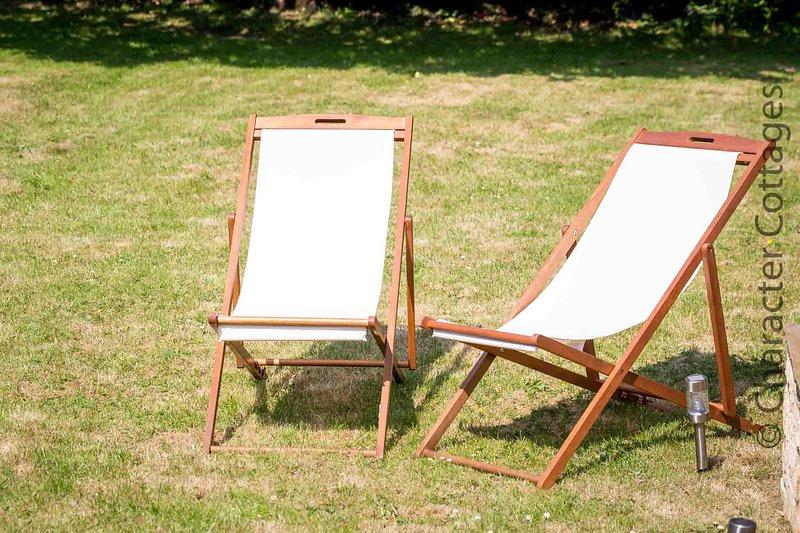 Relajarse y descansar bajo el sol