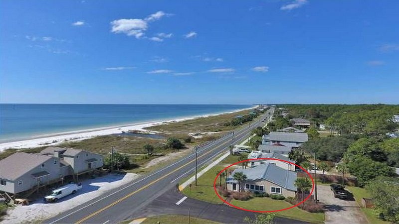 iSeaViews: Views from Every Room! Master & Kitchen Just Remodeled...Sept Deals!, vacation rental in Mexico Beach