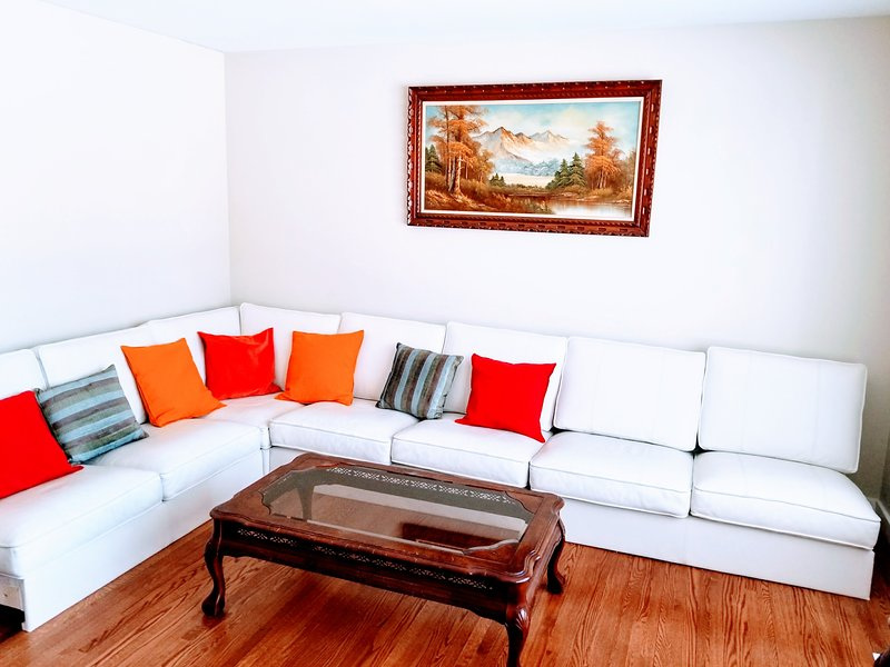 Elsun Homes - A Modern Style Cozy Place, holiday rental in Manitoba