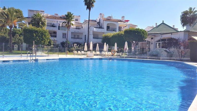 2 bed/2 bath Apt, Mijas Costa near beach and golf, alquiler de vacaciones en Mijas