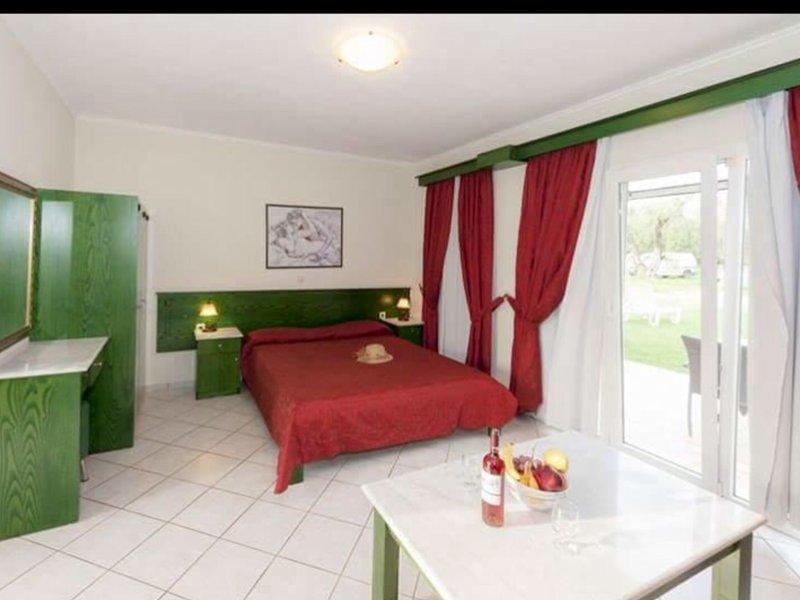 Ballas Paradise Apartments, holiday rental in Astrakeri