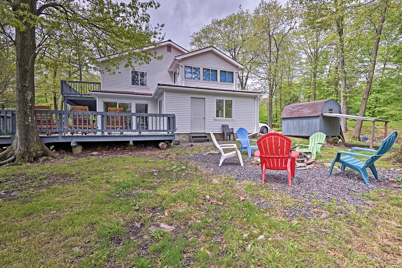 This 5-bedroom, 3-bathroom Tobyhanna home is perfect for 10 friends!