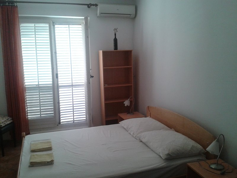 Apartments Mrvaljevic, holiday rental in Kaluderac