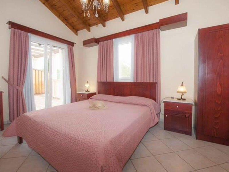 Ballas Paradise Messonette, holiday rental in Astrakeri