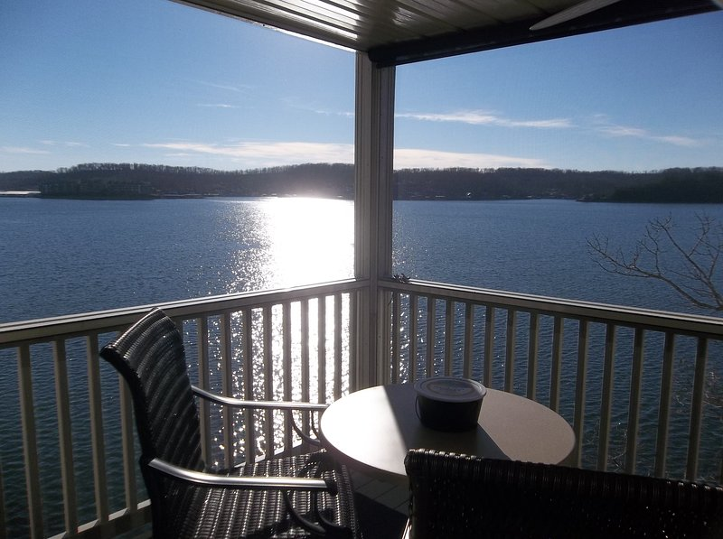 Location Location!!! Can't Get Much Closer to the Water!  King Bed, vacation rental in Lake Ozark