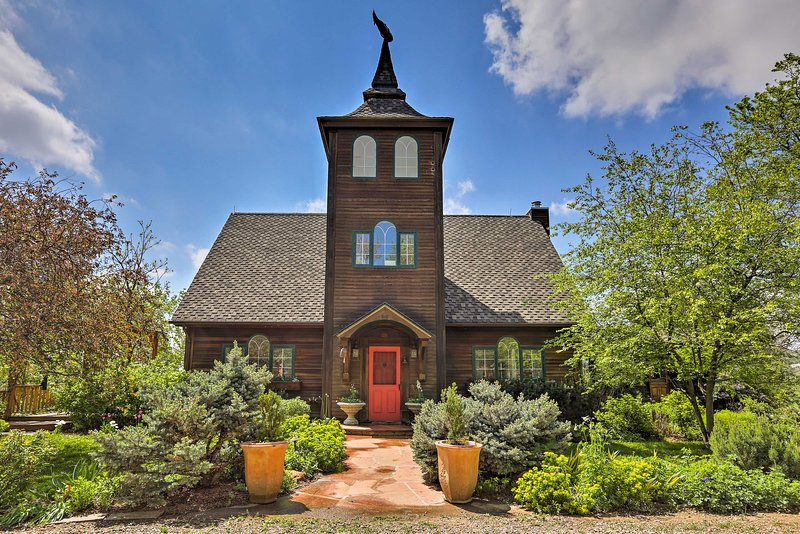 Upscale Boulder Area Home on 40-Acre Working Farm!, holiday rental in Hygiene
