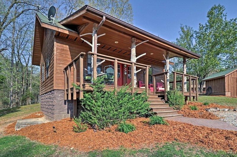 Descansar en este 2 dormitorios, 2 baño cabina de alquiler de vacaciones en Flippin.