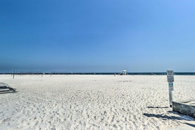 Verbringen Sie jeden Tag mit den Zehen in den Sand.