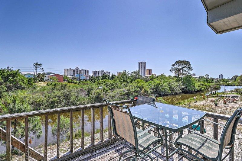 Planen Sie Ihren nächsten Gulf Shores Rückzug auf dieses 2-Schlafzimmer, 1-Bad Ferienhaus zu Hause!