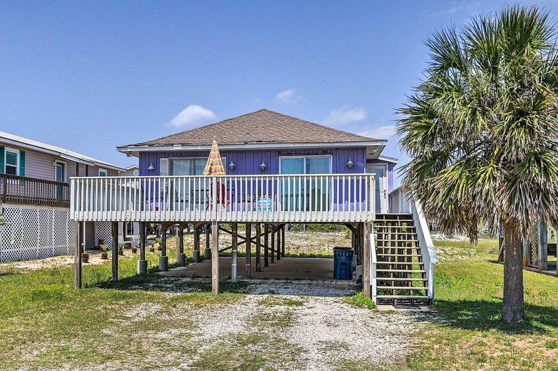 Todas las aventuras de Gulf Shores espera en esta hermosa casa de alquiler de vacaciones.