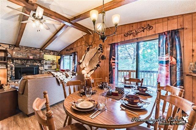 Comedor y sala de estar desde otro punto de vista