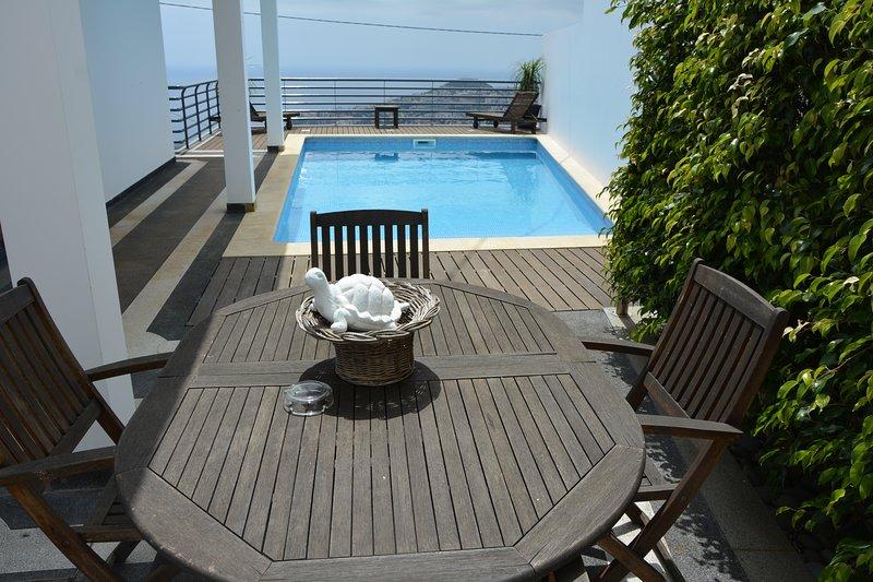 Spacious house with swimming-pool, alquiler de vacaciones en Sao Goncalo