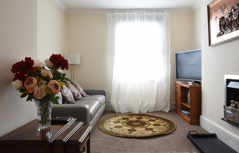 BEAUTIFUL, STYLISH APARTMENT IN LEAMINGTON SPA, holiday rental in Lighthorne