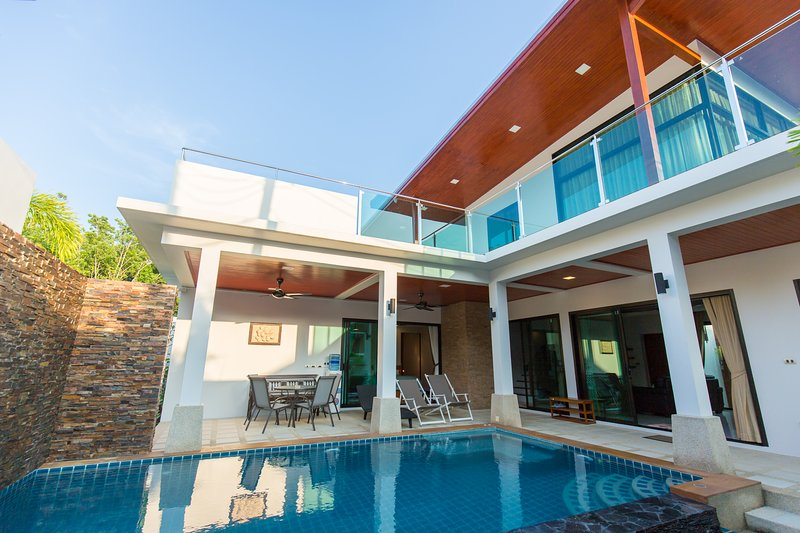 THE ROOFTOP VILLA - 2 Bedrooms, holiday rental in Ban Trisuk