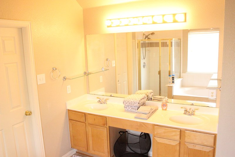 Private Bathroom of Master's Bedroom
