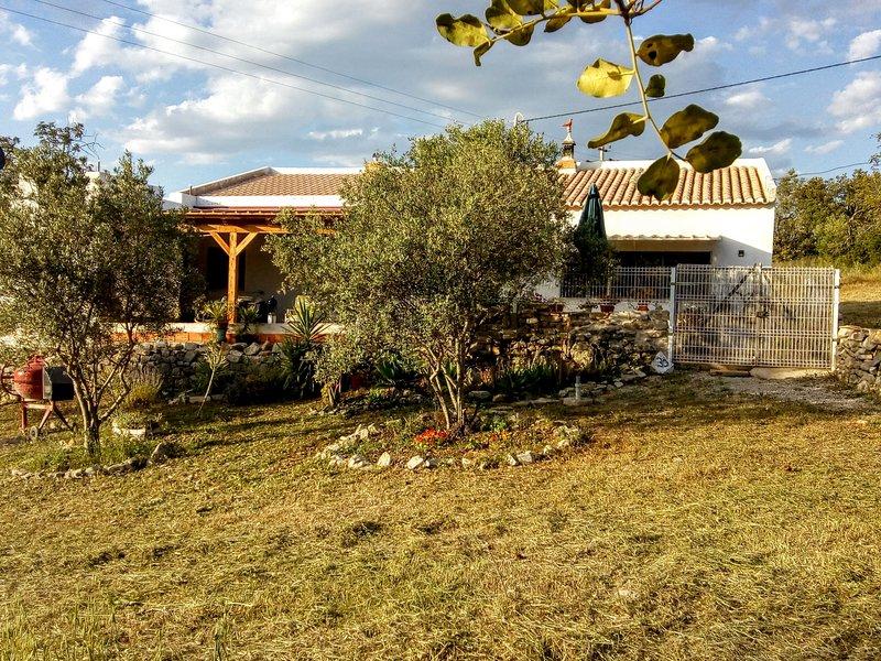 Calma e sossego nas colinas algarvias, vacation rental in Santa Barbara de Nexe