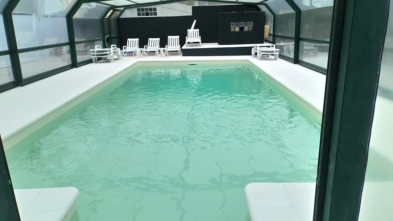 Zwembad openen voor de zomer, verwarmd voor de winter extra betaald