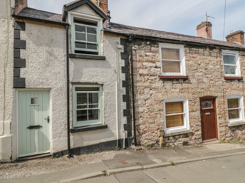 14 PARK STREET, delighful, town centre, private garden., holiday rental in Bodfari