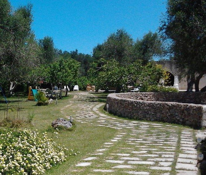 villa tra gli ulivi a 700 metri dal mare Casa rurale in perfetto stile salentino, vacation rental in Melendugno