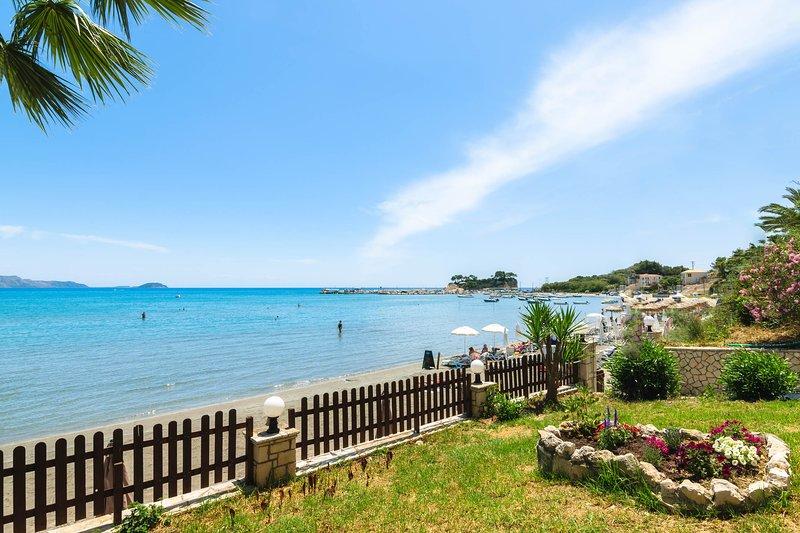Nel Mare-Beachfront Studio with Sea View, location de vacances à Agios Sostis