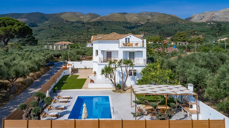 Villa Status - 4 bedroom villa with private pool, holiday rental in Zakynthos Town