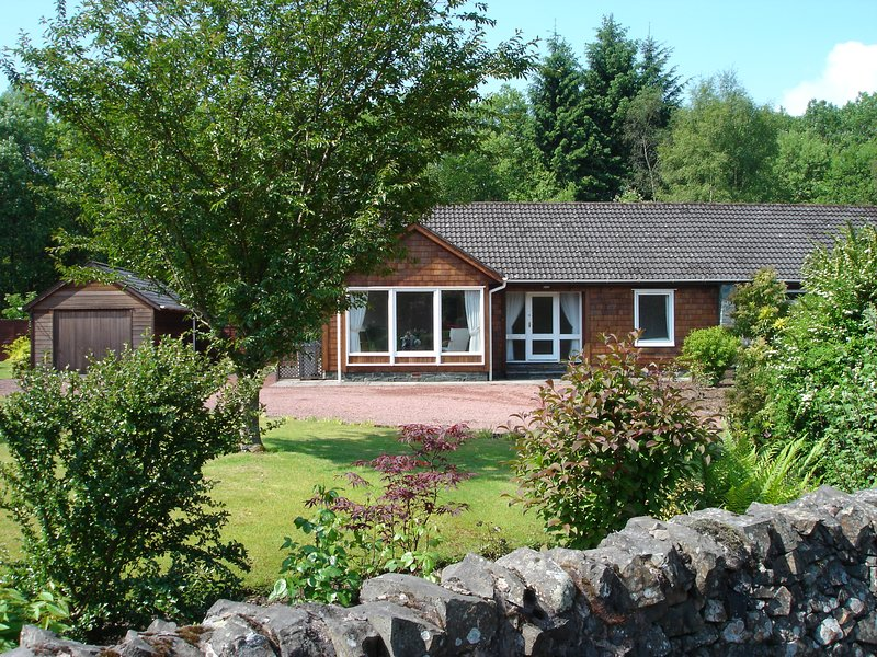 Moffat Number 6 - light & spacious, large garden, quiet location, pet-friendly