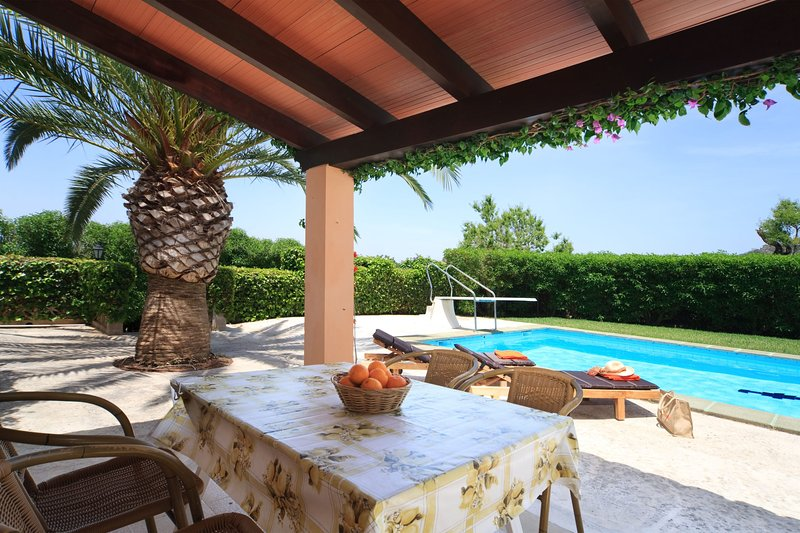 Cas Concos Villa Sleeps 2 with Pool Air Con and WiFi - 5237939, vacation rental in Cas Concos