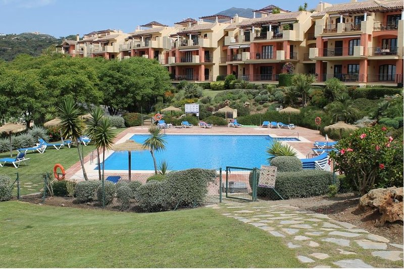 Stunning Penthouse Los Arqueros Golf, Marbella with amazing views, holiday rental in Benahavis