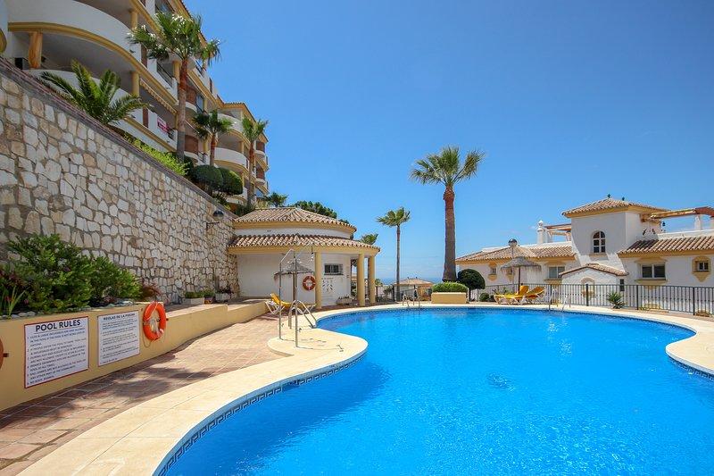 Penthouse with terrace, a spacious roof terrace and a great view., alquiler vacacional en Sitio de Calahonda