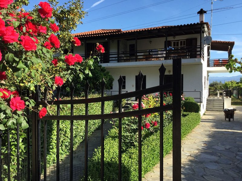 Stavrianna Eco Natural farmhouse 2  with 2 bedrooms 60 sqm Zahloritika Odontotos, holiday rental in Egira