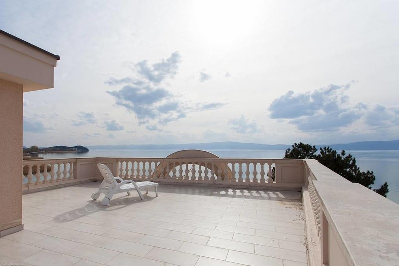 Villa Darko-Our villa is located on the bank of Ohrid Lake, holiday rental in Kalista