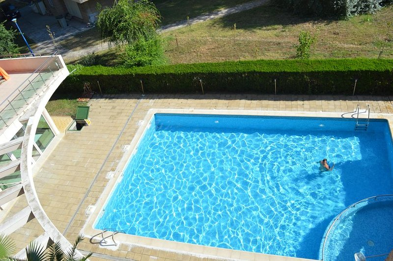 Mamaia Apartment with Pool, holiday rental in Mamaia