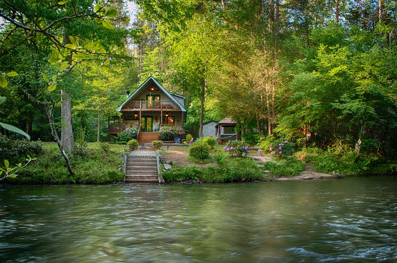 River Mist Log Cabin Blue Ridge Georgia Fishing