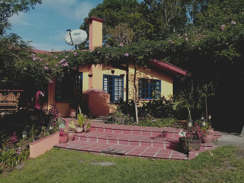 El Altozano ('Heights Farm'): Cozy apt. with full amenities on a secluded farm, alquiler vacacional en Volcan