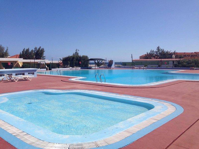 BOUGANVILLE! MUY BONITO APARTAMENTO CON VISTAS AL MAR Y PISCINA, Ferienwohnung in Fuerteventura