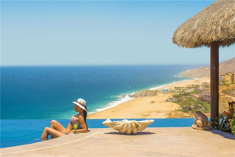 Opulent Estate with Deluxe Amenities: *Villa Turquesa 4BR, holiday rental in Cabo San Lucas