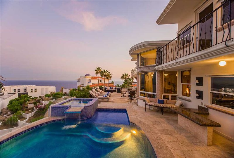 Spacious Vacation Home Perfect for Entertaining: *Villa Alegria, 7 BR, location de vacances à Cabo San Lucas