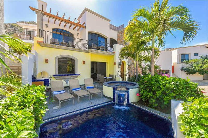 Nearby Shopping, Dining, and Nightlife:  Villa De Tres Hermanas, 4 BR, holiday rental in Cabo San Lucas