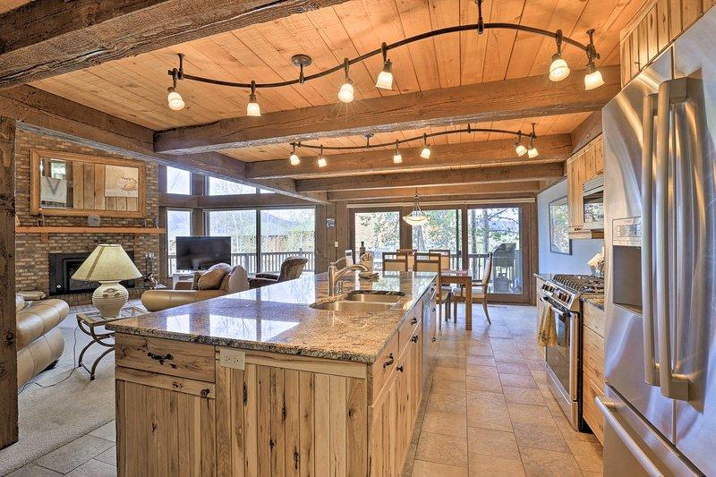 Luxury Silverthorne Home - 3 Decks, Mountain Views, alquiler de vacaciones en Wildernest