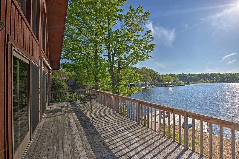 Lake Bonaparte Fins & Feathers Lodge w/Deck & Dock, holiday rental in Harrisville