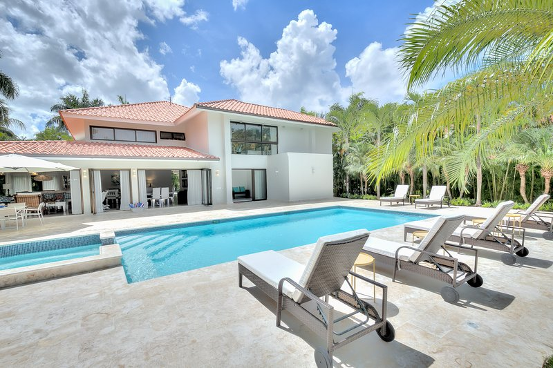 Evergreen Villa with magnificent design and golf views in Casa de Campo, Ferienwohnung in La Romana Province