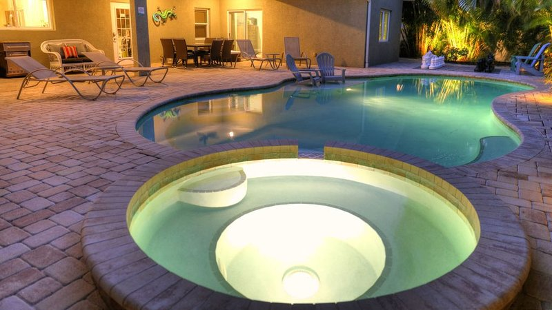 ����� COME RELAX IN THIS POOL HOME CLOSE TO BEACH!, holiday rental in Holmes Beach