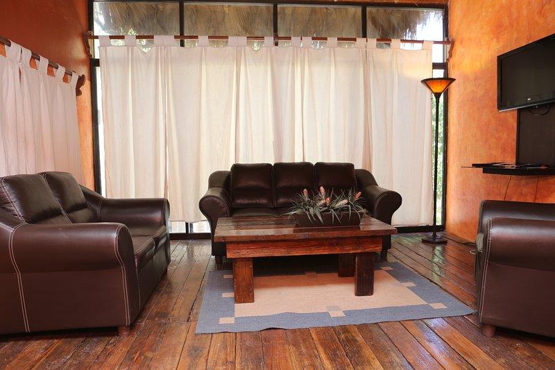 Villa Carey Apartment 4, holiday rental in El Centenario
