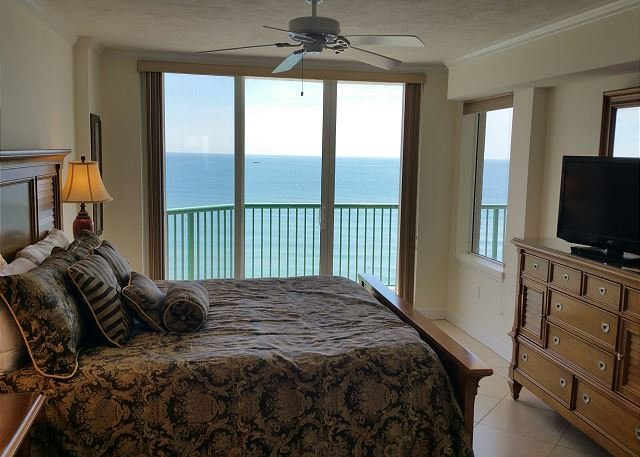 Luxurious Beachfront W/ Jacuzzi Tub & Awesome Views of the Ocean DTT #1108, location de vacances à Daytona Beach Shores