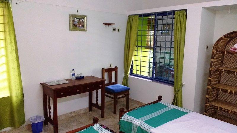Gumnut Beach House, 6 ensuite rooms, holiday rental in Varkala Town