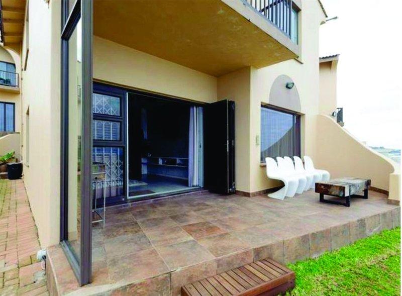 Modern 3 bedroom, beachfront apartment, alquiler de vacaciones en Ballito